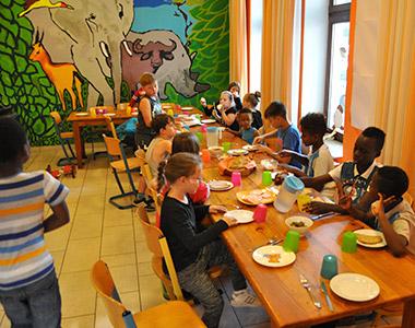Bis zu 40 Kinder essen hier täglich gemeinsam