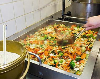 Arbeitssuchende finden hier Spaß am Job in der Großküche